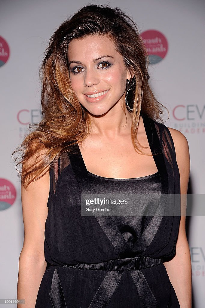 Singer/actress Angel Reed attends the 2010 Cosmetic Executive Women Beauty Awards at The Waldorf=Astoria on May 21, 2010 in New York City.