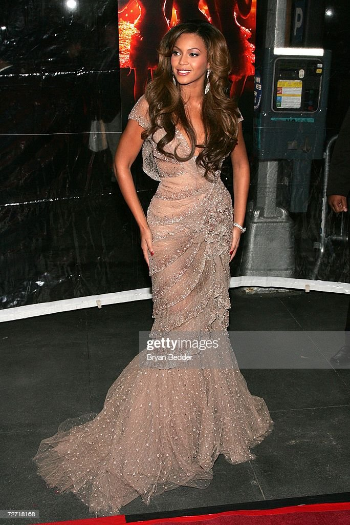 Singer/actress Beyonce Knowles attends the 'Dreamgirls' premiere presented by DreamWorks Pictures Paramount Pictures at the Ziegfeld Theatre on...