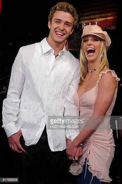 US singer/actress Britney Spears arrives at the premiere of her film 'Crossroads' with her boyfriend singer Justin Timberlake of the group *NSYNC in...