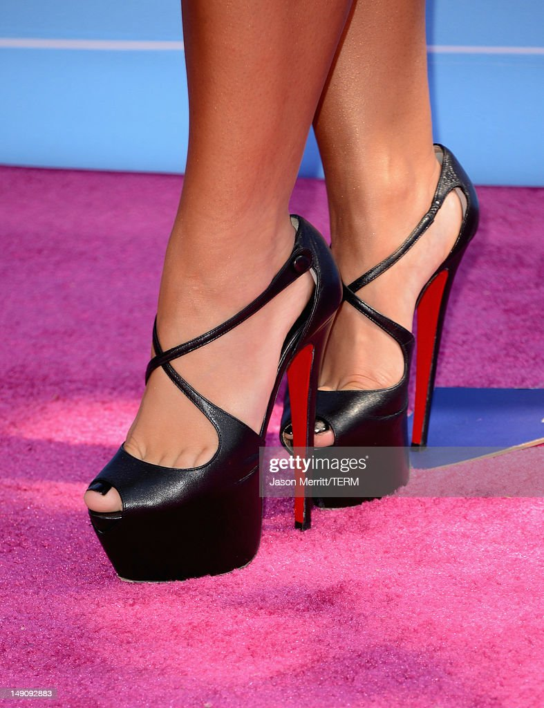 Singer/actress Demi Lovato (fashion detail) arrives at the 2012 Teen Choice Awards at Gibson Amphitheatre on July 22, 2012 in Universal City, California.