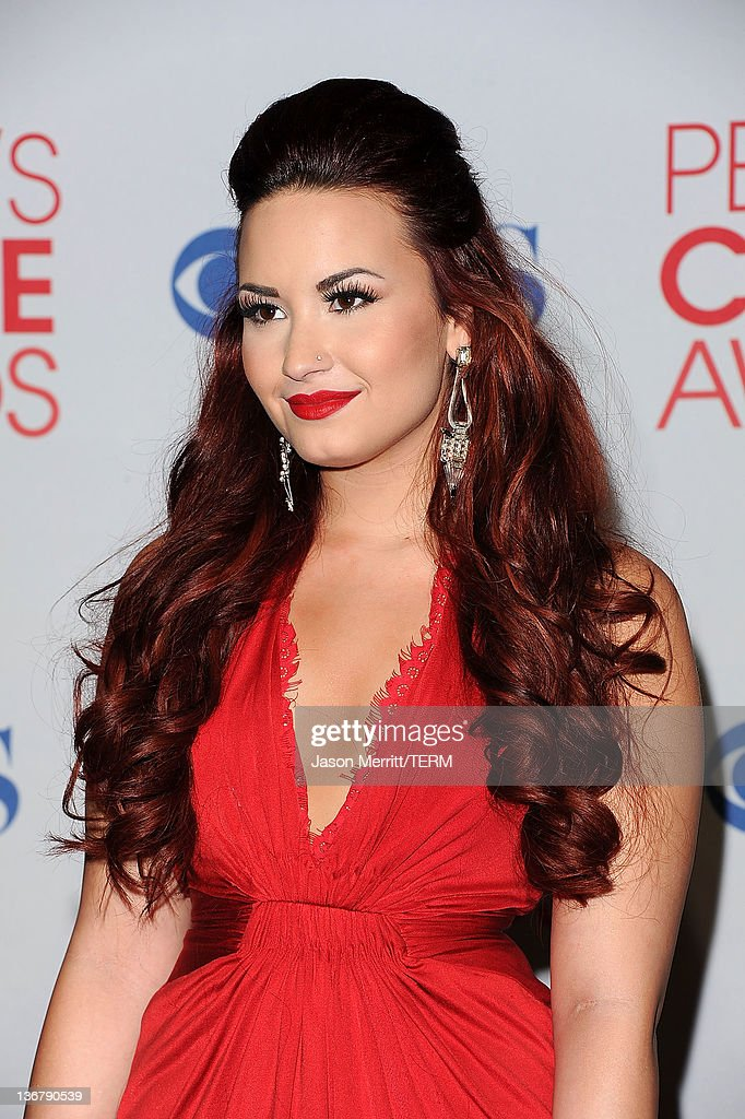 Singer/Actress Demi Lovato poses with Favorite Pop Artist Award in the press room during the 2012 People's Choice Awards at Nokia Theatre LA Live on...
