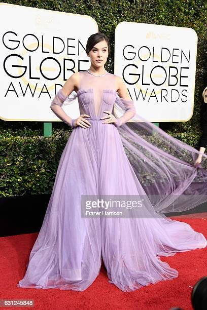 Singer/actress Hailee Steinfeld attends the 74th Annual Golden Globe Awards at The Beverly Hilton Hotel on January 8 2017 in Beverly Hills California