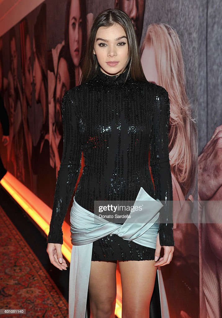 Singer/actress Hailee Steinfeld attends W Magazine Celebrates the Best Performances Portfolio and the Golden Globes with Audi and Moet & Chandon at Chateau Marmont on January 5, 2017 in Los Angeles, California.