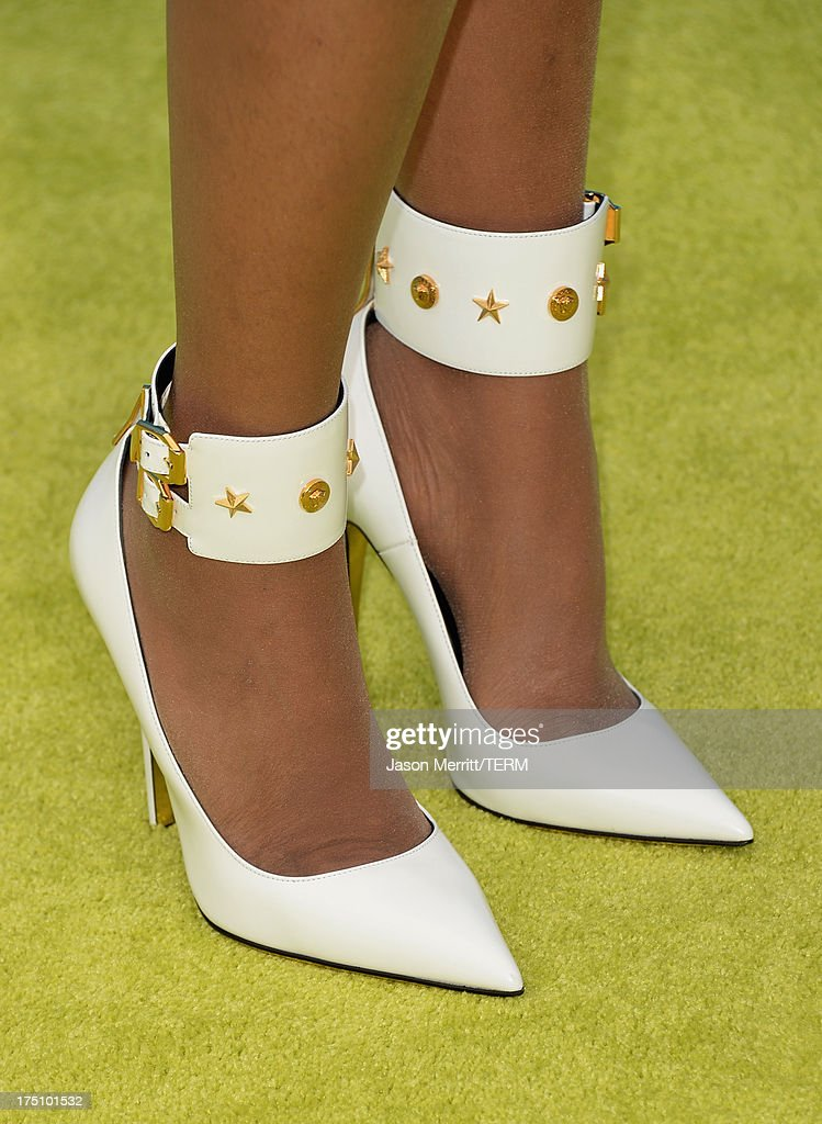 Singer/actress Jennifer Hudson (shoe detail) arrives at the DoSomething.org and VH1's 2013 Do Something Awards at Avalon on July 31, 2013 in Hollywood, California.
