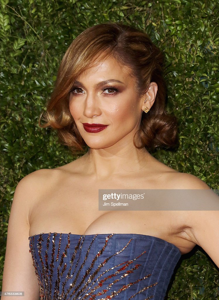 Singer/actress <a gi-track='captionPersonalityLinkClicked' href=/galleries/search?phrase=Jennifer+Lopez&family=editorial&specificpeople=201784 ng-click='$event.stopPropagation()'>Jennifer Lopez</a> attends American Theatre Wing's 69th Annual Tony Awards at Radio City Music Hall on June 7, 2015 in New York City.