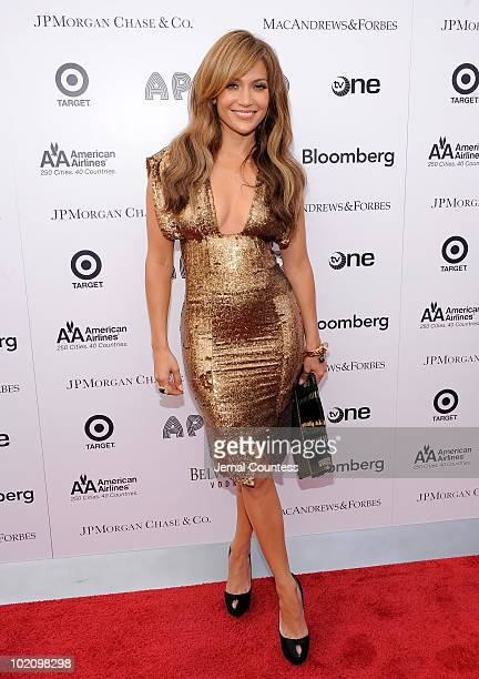 Singeractress Jennifer Lopez poses for a photo on the red carpet at the 2010 Apollo Theater Spring Benefit Concert Awards Ceremony at The Apollo...