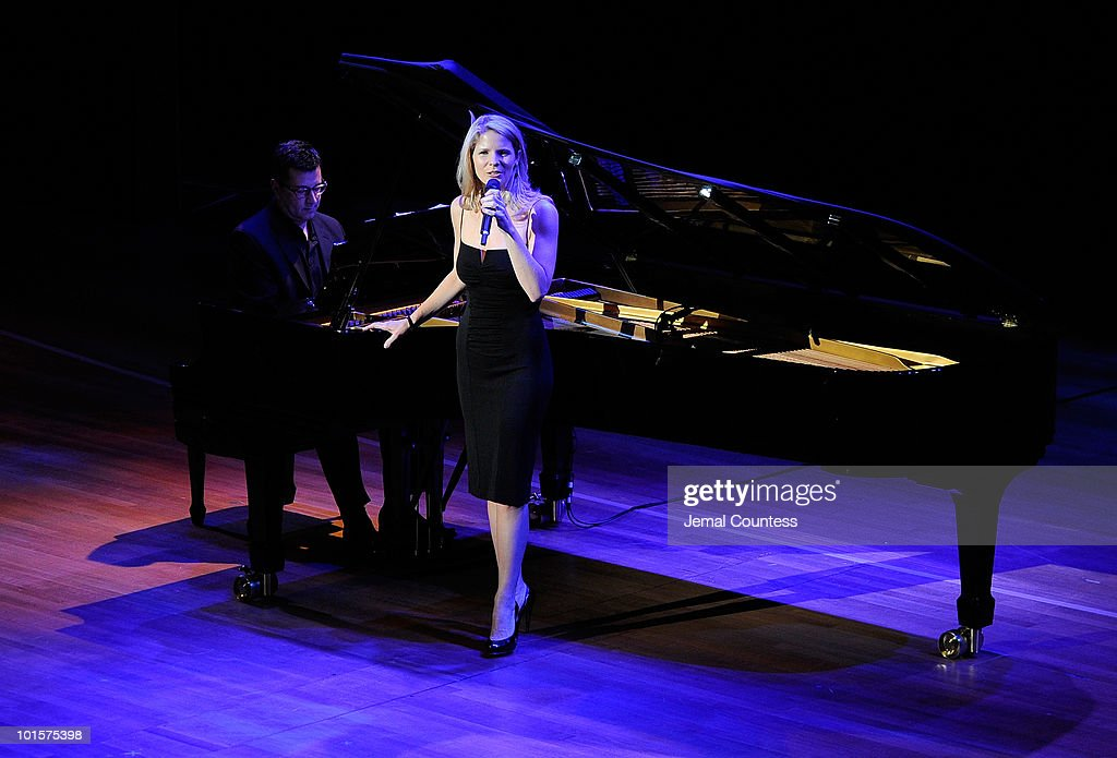 Singer/actress <a gi-track='captionPersonalityLinkClicked' href=/galleries/search?phrase=Kelli+O%27Hara+-+Actress&family=editorial&specificpeople=225013 ng-click='$event.stopPropagation()'>Kelli O'Hara</a> performs during the 2010 World Science Festival Opening Night Gala at Alice Tully Hall, Lincoln Center on June 2, 2010 in New York City.