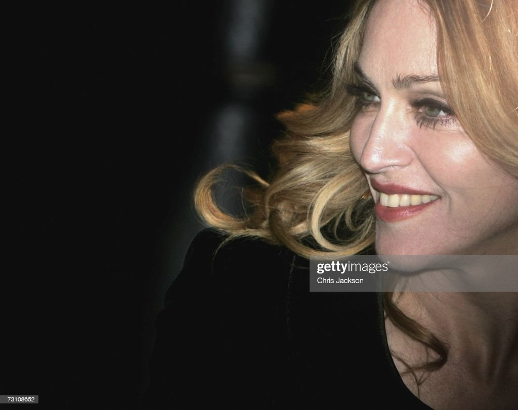 Singer/Actress <a gi-track='captionPersonalityLinkClicked' href=/galleries/search?phrase=Madonna+-+Cantora&family=editorial&specificpeople=156408 ng-click='$event.stopPropagation()'>Madonna</a> at the UK Premiere of 'Arthur And The Invisibles' at the Vue West End Cinema, Leicester Square on January 25, 2007 in London, England.