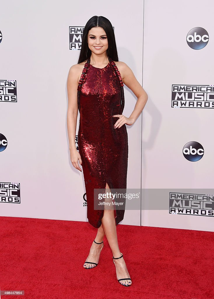 Singer/actress Selena Gomez arrives at the 2015 American Music Awards at Microsoft Theater on November 22, 2015 in Los Angeles, California.