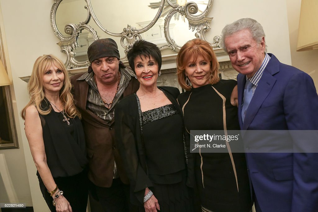 Singer/dancer Chita Rivera (C) poses for photographs with (L-R) Maureen Van Zandt, Steven Van Zandt, Joy Philbin and Regis Philbin following her debut performance at the Cafe Carlyle on April 19, 2016 in New York City.