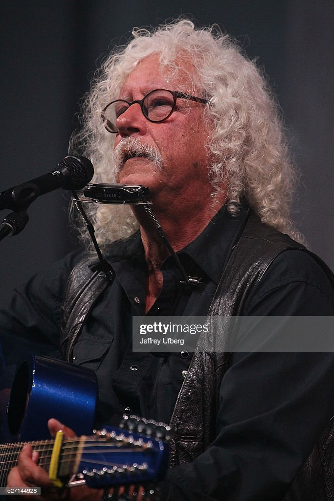 Singer/Musician <a gi-track='captionPersonalityLinkClicked' href=/galleries/search?phrase=Arlo+Guthrie&family=editorial&specificpeople=893298 ng-click='$event.stopPropagation()'>Arlo Guthrie</a> performs at Fair Grounds Race Course on May 1, 2016 in New Orleans, Louisiana.