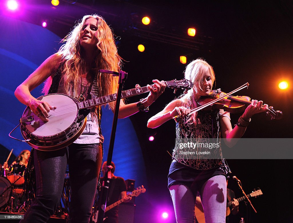 Emily Robison Court Yard Hounds In Concert Photos And Images Getty Images