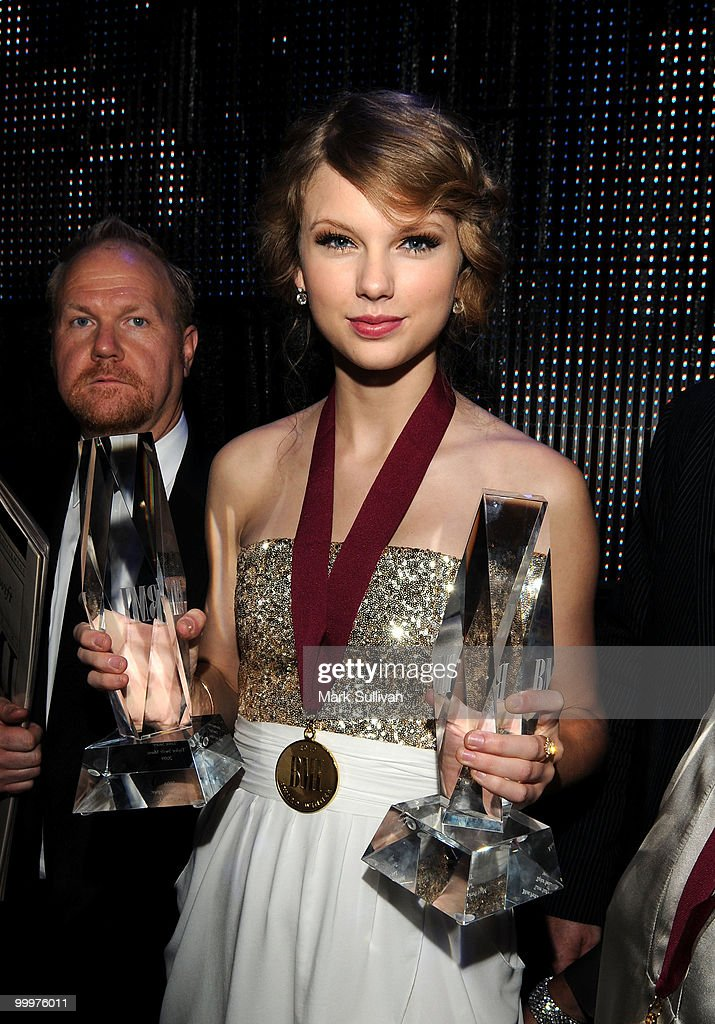 Singer/musician Taylor Swift poses at the 58th Annual BMI Pop Awards held at the Beverly Wilshire Hotel on May 18, 2010 in Beverly Hills, California.