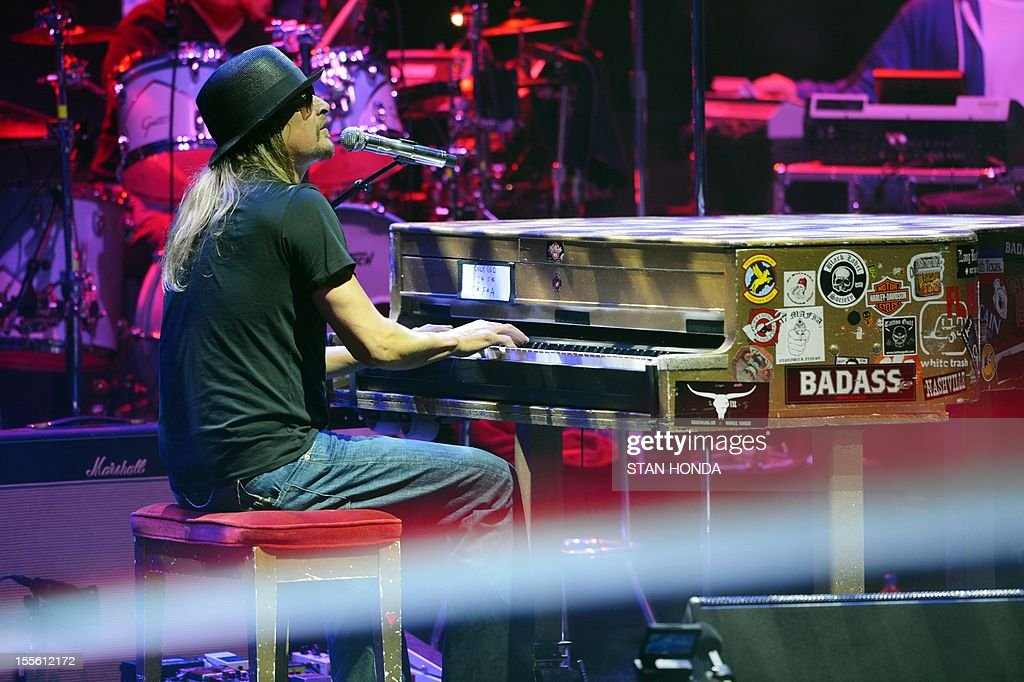 Singer/rapper Kid Rock performs at a campaign rally for US Republican Presidential candidate Mitt Romney November 5, 2012 at the Verizon Wireless Arena in Manchester, New Hampshire. AFP PHOTO/Stan HONDA