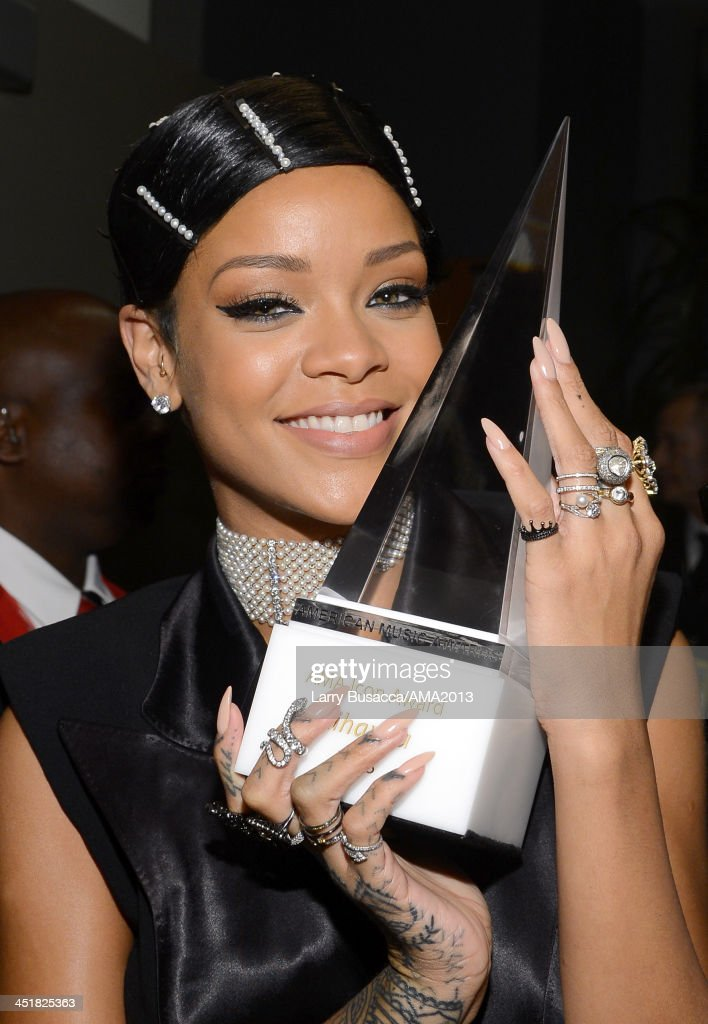 Singer/Recording Artist <a gi-track='captionPersonalityLinkClicked' href=/galleries/search?phrase=Rihanna&family=editorial&specificpeople=453439 ng-click='$event.stopPropagation()'>Rihanna</a>, recipient of the AMA Icon Award, poses backstage at the 2013 American Music Awards at Nokia Theatre L.A. Live on November 24, 2013 in Los Angeles, California.