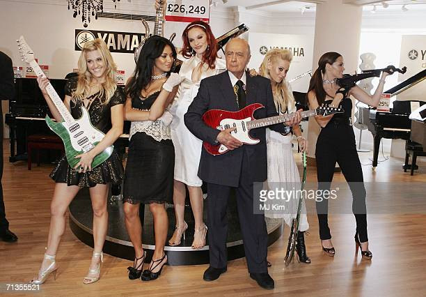 Singers Ashley Roberts Nicole Scherzinger Carmit Bachar Kimberly Wyatt and Jessica Sutta from The Pussycat Dolls pose with Mohamed Al Fayed as they...
