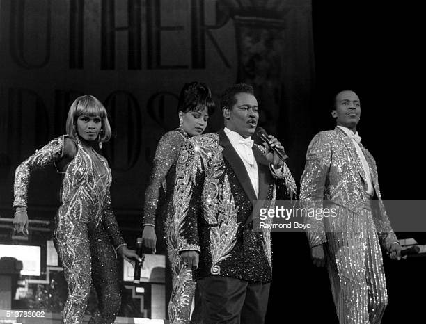 Singers Ava Cherry Lisa Fischer Luther Vandross and Kevin Owens performs at the Tweeter Center in Tinley Park Illinois in 1995