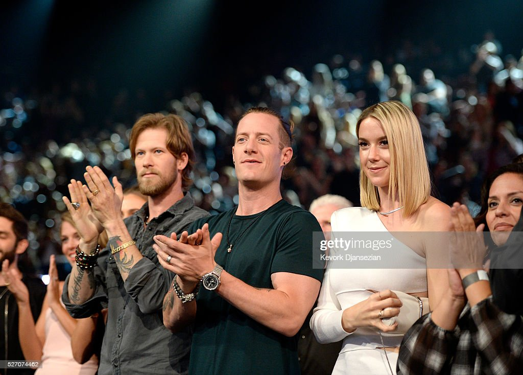 Singers <a gi-track='captionPersonalityLinkClicked' href=/galleries/search?phrase=Brian+Kelley+-+Musician+-+Florida+Georgia+Line&family=editorial&specificpeople=11611948 ng-click='$event.stopPropagation()'>Brian Kelley</a> (L) and <a gi-track='captionPersonalityLinkClicked' href=/galleries/search?phrase=Tyler+Hubbard&family=editorial&specificpeople=9453787 ng-click='$event.stopPropagation()'>Tyler Hubbard</a> of Florida Georgia Line attends the 2016 American Country Countdown Awards at The Forum on May 1, 2016 in Inglewood, California.