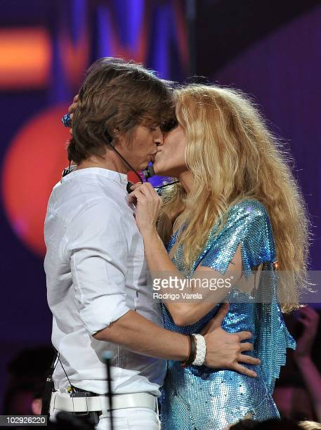 Singers Carlos Baute and Marta Sanchez perform onstage at the Univision Premios Juventud Awards at BankUnited Center on July 15 2010 in Miami Florida
