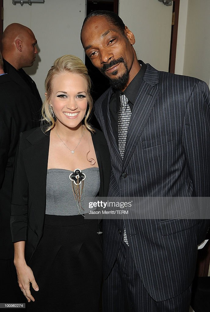 Singers Carrie Underwood and Snoop Dogg pose backstage at the 25th Anniversary Of Cedars-Sinai Sports Spectacular held at the Hyatt Regency Century Plaza Hotel on May 23, 2010 in Los Angeles, California.