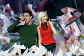 Singers Christina Aguilera and Enrique Iglesias perform during the halftime show at Super Bowl XXXIV at the Georgia Dome in Atlanta 30 January 2000...