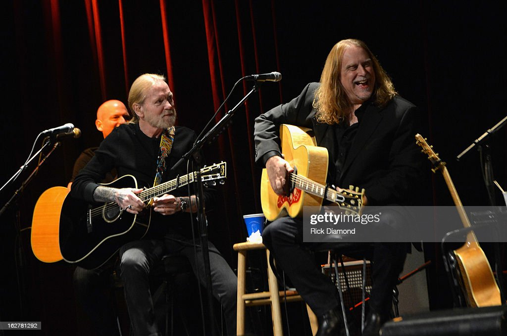 Singers <a gi-track='captionPersonalityLinkClicked' href=/galleries/search?phrase=Gregg+Allman&family=editorial&specificpeople=741073 ng-click='$event.stopPropagation()'>Gregg Allman</a> and <a gi-track='captionPersonalityLinkClicked' href=/galleries/search?phrase=Warren+Haynes&family=editorial&specificpeople=220730 ng-click='$event.stopPropagation()'>Warren Haynes</a> performs during the All For the Hall New York concert benefiting the Country Music Hall of Fame at Best Buy Theater on February 26, 2013 in New York City.