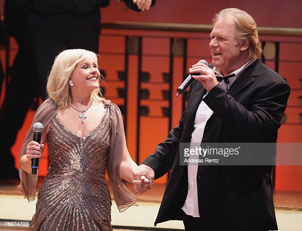Singers Gunter Gabriel and Gaby Baginsky perform on stage during the 'Danke Dieter Thomas Heck 70th birthday gala' on December 29 2007 in Berlin...