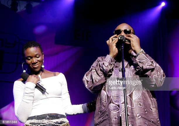 Singers IndiaArie and Stevie Wonder perform during the inaugural 'Grammy Jam Fest' at the Wiltern Theatre December 11 2004 in Los Angeles California...