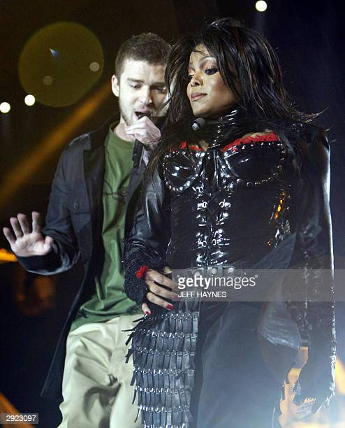 US singers Janet Jackson and Justin Timberlake perform during the halftime show of Super Bowl XXXVIII at Reliant Stadium 01 February 2004 in Houston...