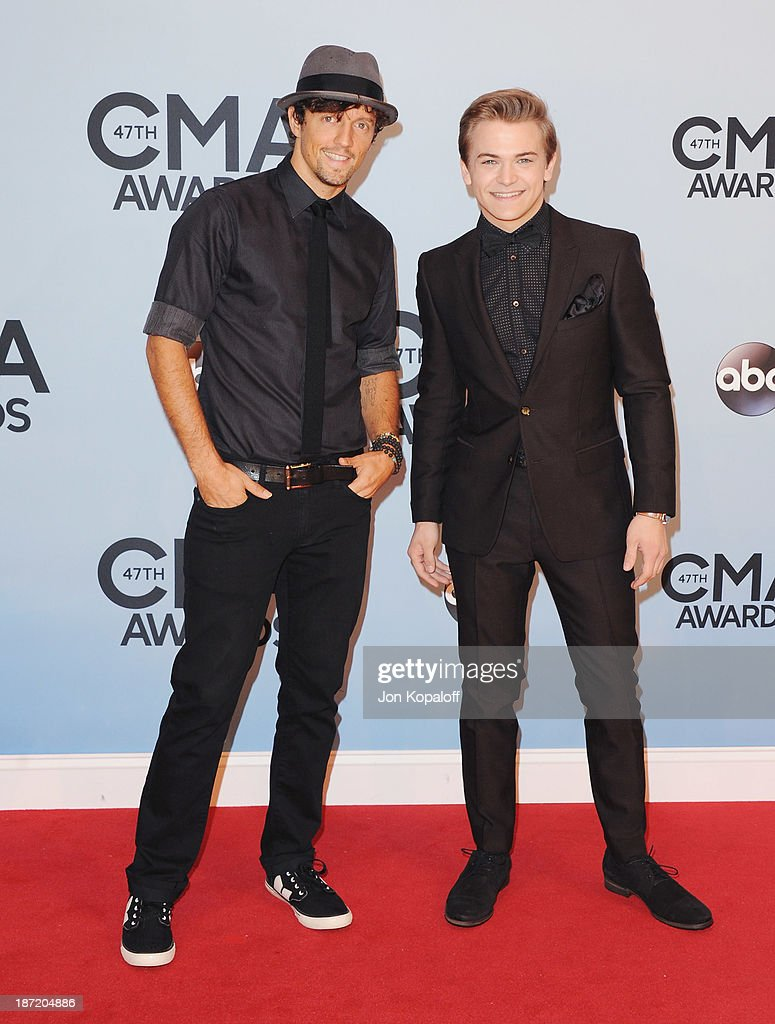 Singers Jason Mraz and Hunter Hayes attend the 47th annual CMA Awards at the Bridgestone Arena on November 6, 2013 in Nashville, Tennessee.
