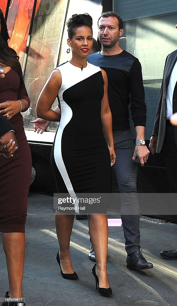 Singers <a gi-track='captionPersonalityLinkClicked' href=/galleries/search?phrase=Jennifer+Hudson&family=editorial&specificpeople=234833 ng-click='$event.stopPropagation()'>Jennifer Hudson</a> and <a gi-track='captionPersonalityLinkClicked' href=/galleries/search?phrase=Alicia+Keys&family=editorial&specificpeople=169877 ng-click='$event.stopPropagation()'>Alicia Keys</a> are seen outside 'Good Morning America' on October 2, 2013 in New York City.