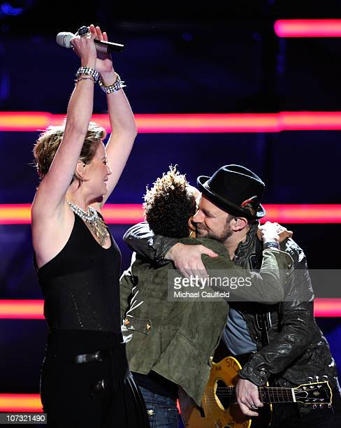 Singers Jennifer Nettles and Kristian Bush of the band Sugarland perform onstage with rapper MC Lyte during 'VH1 Divas Salute the Troops' presented...