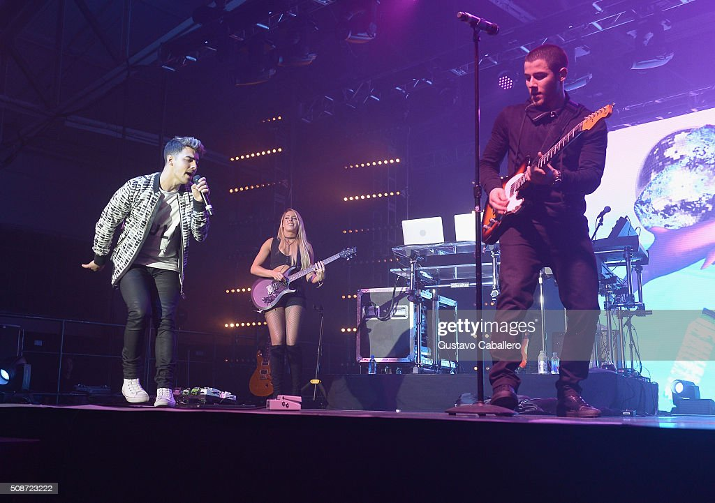 Singers Joe Jonas (L) and Nick Jonas perform onstage during ESPN The Party on February 6, 2016 in San Francisco, California.