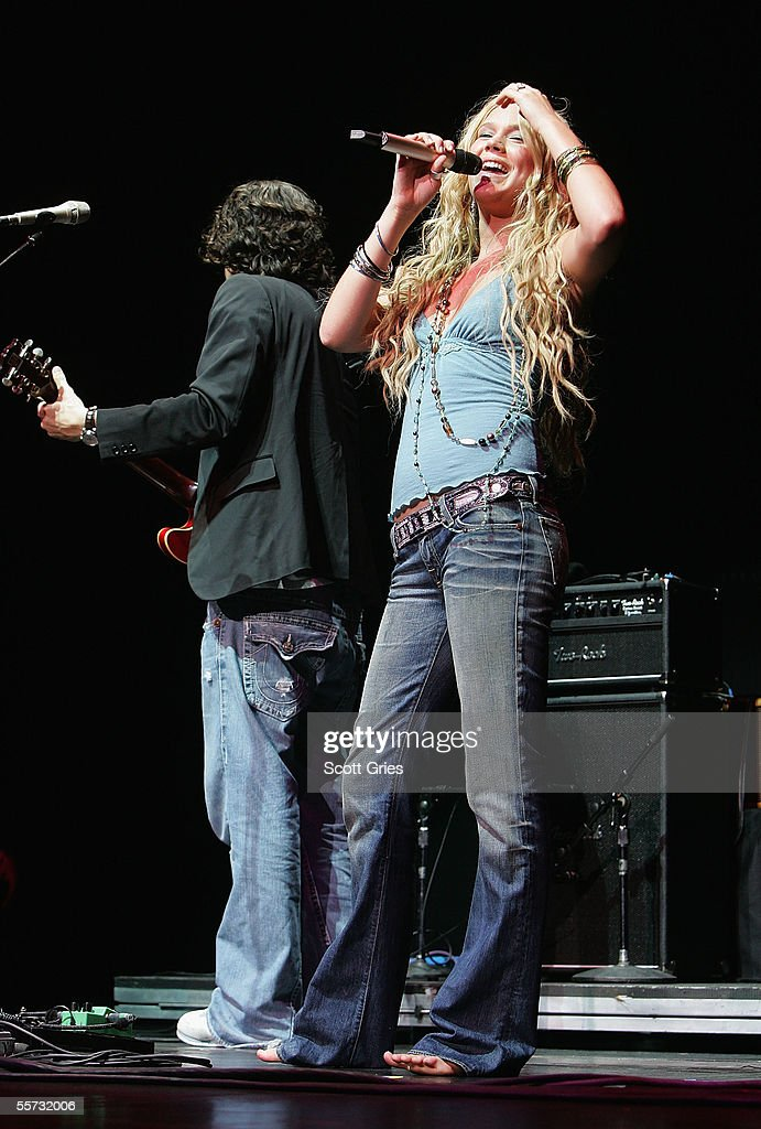 Singers <a gi-track='captionPersonalityLinkClicked' href=/galleries/search?phrase=John+Mayer&family=editorial&specificpeople=201930 ng-click='$event.stopPropagation()'>John Mayer</a> and Joss Stone perform on stage at the 'From the Big Apple to the Big Easy' New York City's Benefit Concert for the Gulf Coast at Radio City Music Hall September 20, 2005 in New York City.