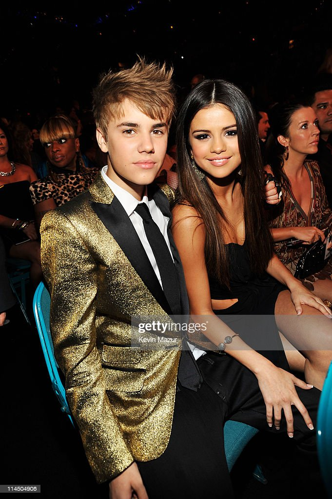 Singers Justin Bieber (L) and Selena Gomez pose during the 2011 Billboard Music Awards at the MGM Grand Garden Arena May 22, 2011 in Las Vegas, Nevada.