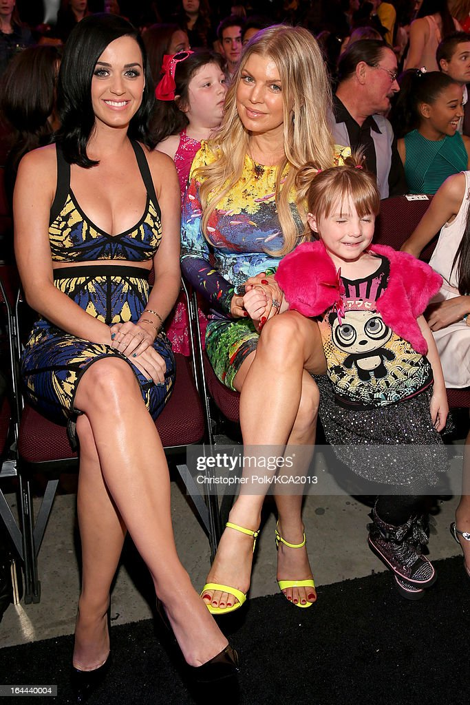 Singers Katy Perry (L) and Fergie attend Nickelodeon's 26th Annual Kids' Choice Awards at USC Galen Center on March 23, 2013 in Los Angeles, California.