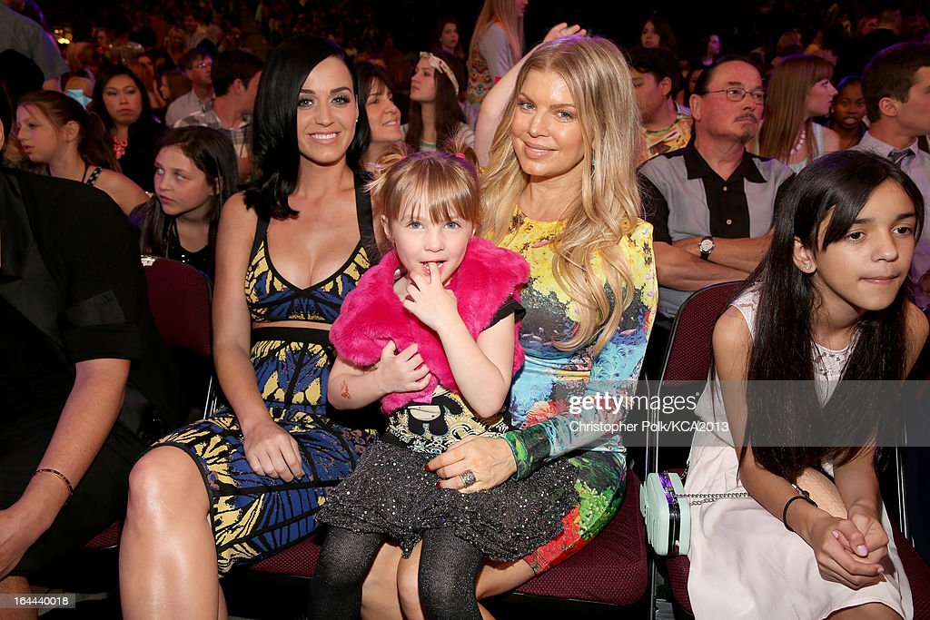 Singers <a gi-track='captionPersonalityLinkClicked' href=/galleries/search?phrase=Katy+Perry&family=editorial&specificpeople=599558 ng-click='$event.stopPropagation()'>Katy Perry</a> (L) and Fergie attend Nickelodeon's 26th Annual Kids' Choice Awards at USC Galen Center on March 23, 2013 in Los Angeles, California.