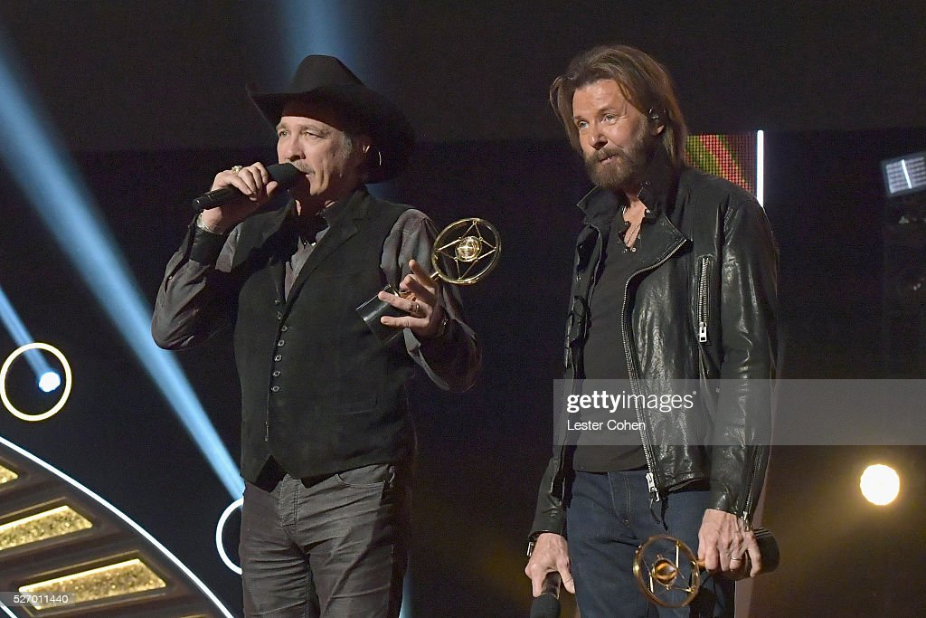 Singers <a gi-track='captionPersonalityLinkClicked' href=/galleries/search?phrase=Kix+Brooks&family=editorial&specificpeople=206811 ng-click='$event.stopPropagation()'>Kix Brooks</a> (L) and <a gi-track='captionPersonalityLinkClicked' href=/galleries/search?phrase=Ronnie+Dunn&family=editorial&specificpeople=208175 ng-click='$event.stopPropagation()'>Ronnie Dunn</a> of Brooks & Dunn accept the Nash Icon award onstage during the 2016 American Country Countdown Awards at The Forum on May 1, 2016 in Inglewood, California.