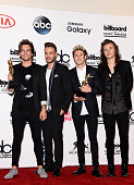 Singers Louis Tomlinson Liam Payne Niall Horan and Harry Styles of One Direction winners of the Top Duo/Group and Top Touring Artist awards pose in...