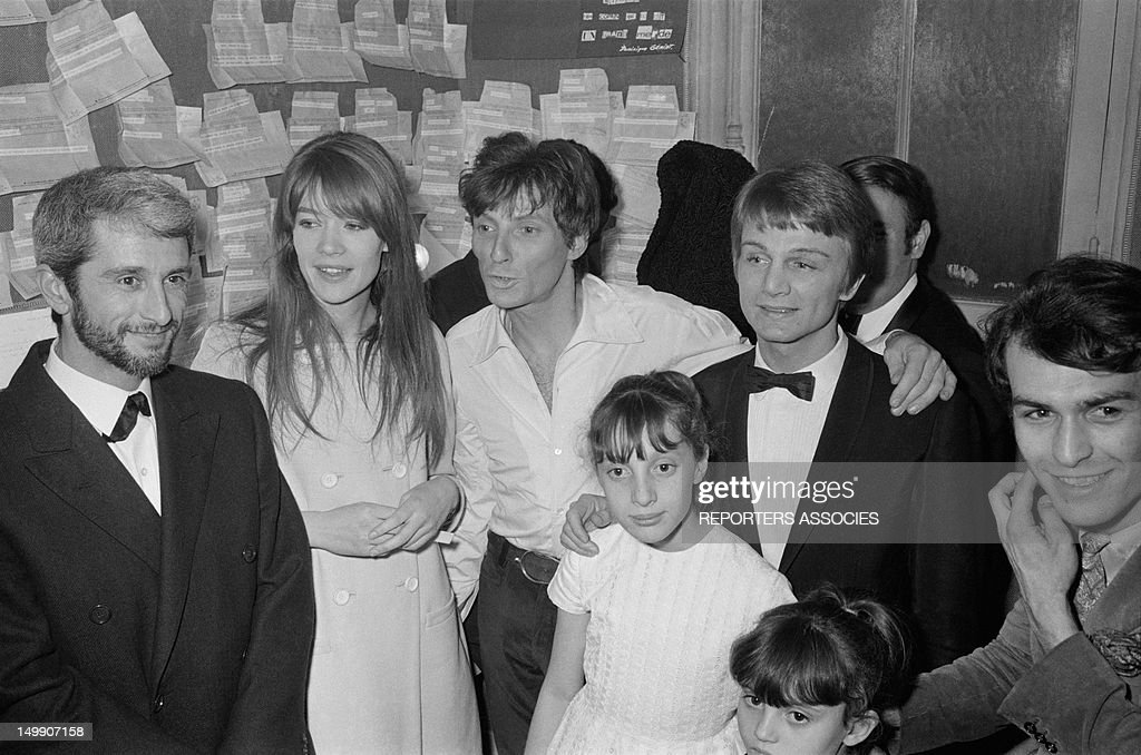 Singers Marcel Amont, <a gi-track='captionPersonalityLinkClicked' href=/galleries/search?phrase=Francoise+Hardy&family=editorial&specificpeople=941715 ng-click='$event.stopPropagation()'>Francoise Hardy</a>, Hugues Aufray and <a gi-track='captionPersonalityLinkClicked' href=/galleries/search?phrase=Claude+Francois&family=editorial&specificpeople=1639381 ng-click='$event.stopPropagation()'>Claude Francois</a> at the premiere of singer Hugues Aufray at Olympia Music Hall on March 25, 1966 in Paris, France.