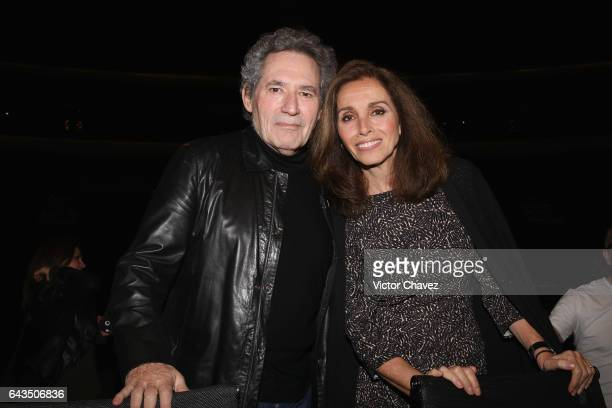 Singers Miguel Rios and Ana Belen attend a press conference to promote their tour 'El Gusto Es Nuestro 20 Anos' at Auditorio Nacional on February 21...