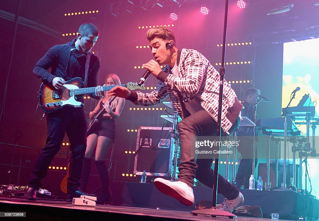 Singers Nick Jonas (L) and Joe Jonas perform onstage during ESPN The Party on February 6, 2016 in San Francisco, California.