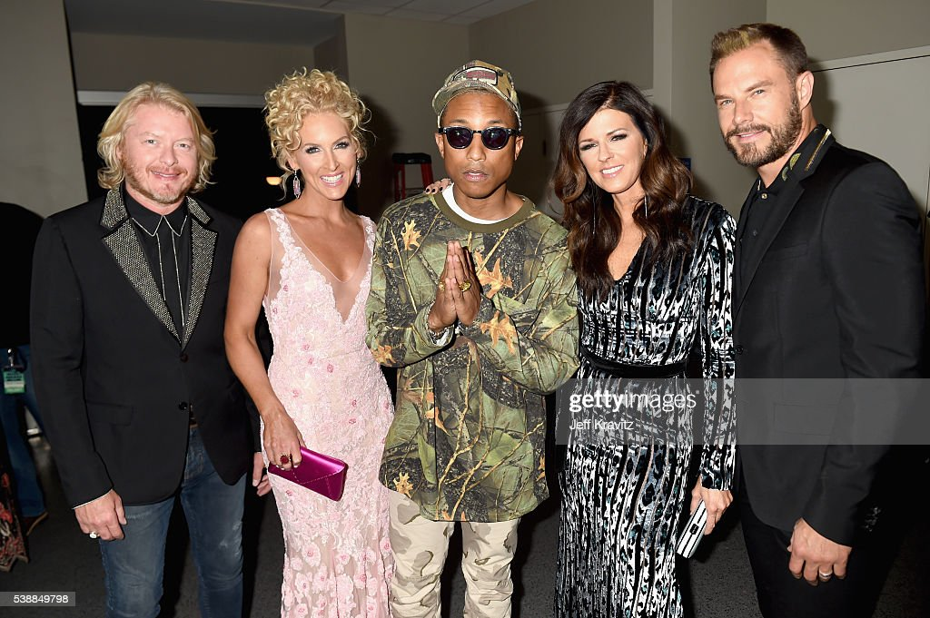 Singers Phillip Sweet Kimberly Schlapman of Little Big Town record producer Pharrell Williams singers Karen Fairchild and Jimi Westbrook of Little...