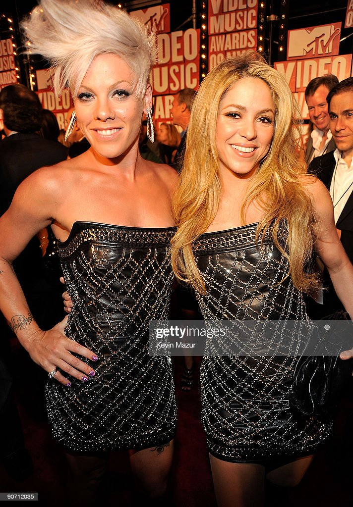 Singers Pink and <a gi-track='captionPersonalityLinkClicked' href=/galleries/search?phrase=Shakira&family=editorial&specificpeople=160650 ng-click='$event.stopPropagation()'>Shakira</a> attend the 2009 MTV Video Music Awards at Radio City Music Hall on September 13, 2009 in New York City.
