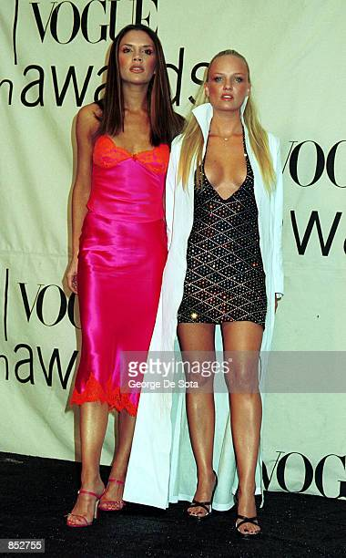 Singers Posh Spice and Baby Spice from the British pop group 'Spice Girls' attend the 2000 VH1/Vogue Fashion Awards October 20 2000 at the Theatre at...