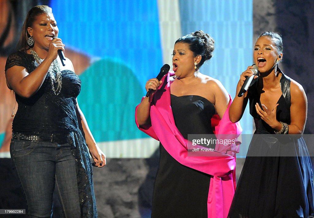 Singers Queen Latifah Kathleen Battle and Alicia Keys onstage during ... Queen Latifah And Alicia Keys