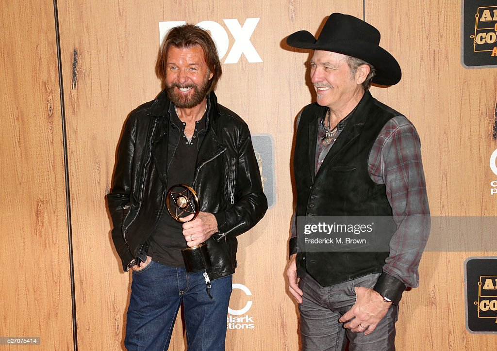 Singers <a gi-track='captionPersonalityLinkClicked' href=/galleries/search?phrase=Ronnie+Dunn&family=editorial&specificpeople=208175 ng-click='$event.stopPropagation()'>Ronnie Dunn</a> (L) and <a gi-track='captionPersonalityLinkClicked' href=/galleries/search?phrase=Kix+Brooks&family=editorial&specificpeople=206811 ng-click='$event.stopPropagation()'>Kix Brooks</a> of Brooks and Dunn, winner of the 'Nash Icon' award pose in the press room during the 2016 American Country Countdown Awards at The Forum on May 1, 2016 in Inglewood, California.