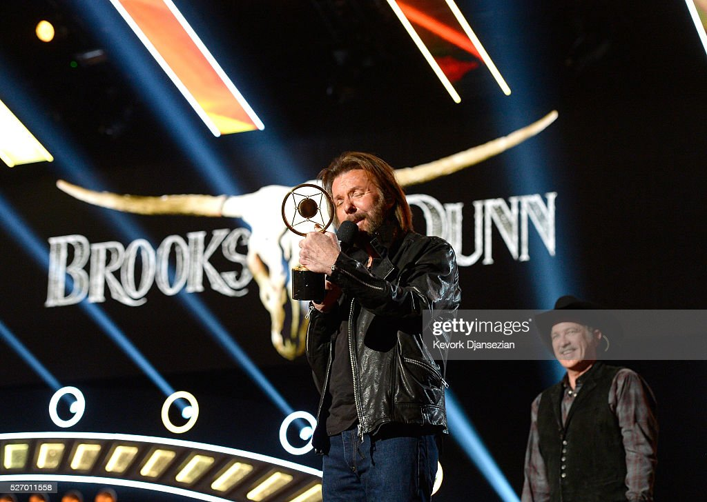 Singers <a gi-track='captionPersonalityLinkClicked' href=/galleries/search?phrase=Ronnie+Dunn&family=editorial&specificpeople=208175 ng-click='$event.stopPropagation()'>Ronnie Dunn</a> (L) and <a gi-track='captionPersonalityLinkClicked' href=/galleries/search?phrase=Kix+Brooks&family=editorial&specificpeople=206811 ng-click='$event.stopPropagation()'>Kix Brooks</a> of Brooks & Dunn accept the Nash Icon award onstage during the 2016 American Country Countdown Awards at The Forum on May 1, 2016 in Inglewood, California.