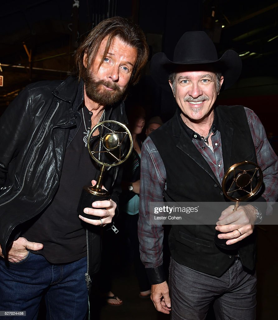 Singers <a gi-track='captionPersonalityLinkClicked' href=/galleries/search?phrase=Ronnie+Dunn&family=editorial&specificpeople=208175 ng-click='$event.stopPropagation()'>Ronnie Dunn</a> (L) and <a gi-track='captionPersonalityLinkClicked' href=/galleries/search?phrase=Kix+Brooks&family=editorial&specificpeople=206811 ng-click='$event.stopPropagation()'>Kix Brooks</a> of Brooks & Dunn, winners of the Nash Icon award, attend the 2016 American Country Countdown Awards at The Forum on May 1, 2016 in Inglewood, California.