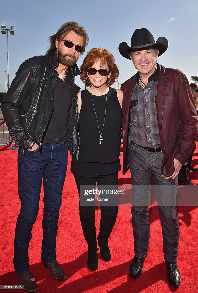 Singers Ronnie Dunn (L) and Kix Brooks (R) of Brooks & Dunn, with singer Reba McEntire (C), attend the 2016 American Country Countdown Awards at The Forum on May 1, 2016 in Inglewood, California.